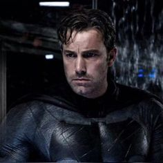 A gallery of Batman v Superman: Dawn of Justice publicity stills and other photos. Featuring Ben Affleck, Henry Cavill, Gal Gadot, Zack Snyder and others. Ultimate Batman, Dc Comics, Pop Workouts, Justice League 1, Batman Story, Ben Affleck Batman, Dawn Of Justice, Batman Vs Superman, Batman Armor