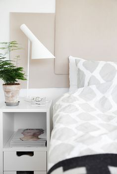 White walls for the light and earhy hues for warmth whe Frida from the Trendenser blog experiments with bedroom styling with great result. Three hues to have a closer look at is Alcro Mussla, Sparv and Pinjenöt.