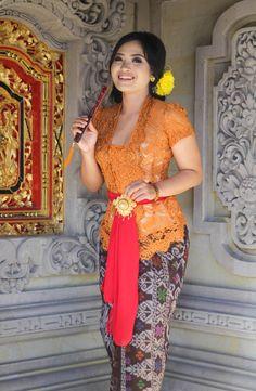 Kebaya Bali, Batik Kebaya, Kebaya Dress, India Beauty, Asian Beauty, Islamic Girl Pic, Kebaya Modern Hijab, Bali Girls, Myanmar Women