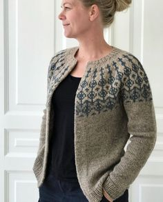 Image of Garnkit 'Maj' - priser fra Fair Isle Knitting Patterns, Knitting Stiches, Sweater Knitting Patterns, Cardigan Pattern, Knitting Designs, Girly Outfits, Unique Outfits, Cute Casual Outfits, Stylish Outfits