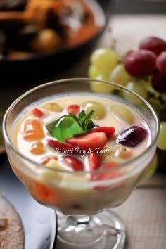 Moro Ice Fruit Recipes as JTT Happy by moind Indonesian Desserts, Asian Desserts, Indonesian Food, Sweet Desserts, Fruit Recipes, My Recipes, Snack Recipes, Cooking Recipes, Snacks