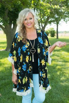 English Cottage Floral Kimono is glamorous! This lively floral open front kimono has ivory lace and tassel trim along full sleeves and asymmetrical hemline. Mom Outfits, Spring Outfits, Cute Outfits, I Love Fashion, Women's Fashion, Fashion Outfits, Floral Tops, Floral Prints, Glamour Farms