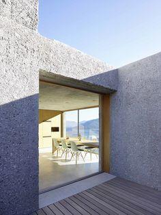 http://divisare.com/projects/319136-wespi-de-meuron-romeo-architects-hannes-henz-architekturfotograf-new-concrete-house-in-brissago?utm_campaign=journal