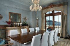 We can only imagine the caliber of wine being sipped at the dinner parties held in this dining room. Image Source: Property listing by Joyce Rey and Cyd Greer for Coldwell Bankers Previews International