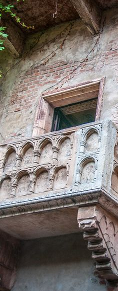 The Balcony at Casa di Giulietta in Verona, Italy. Juliet's Balcony is a homage to the play by William Shakespeare. Despite the story of Romeo and Juliet being fictional, the balcony draws thousands of visitors per year.