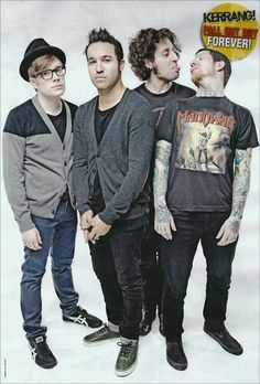 Fall Out Boy Uhhhhh. You okay there Joe and Andy? Fall Out Boy, Emo Bands, Music Bands, Soul Punk, Patrick Stump, Pete Wentz, Paramore, Falling Down, My Chemical Romance