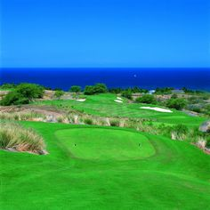 Play a round of golf on the beautiful green at the Hapuna Beach Prince Hotel in Hawaii