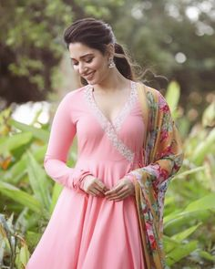 Tamannaah Bhatia looks absolutely gorgeous 💗💗💗 Indian Actress Photos, Indian Film Actress, South Indian Actress, Indian Actresses, South Actress, Beautiful Girl Indian, Most Beautiful Indian Actress, Beautiful Hijab, Beautiful Flowers