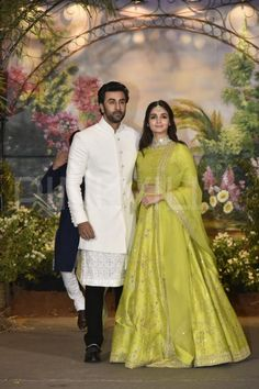 Rumored couple Alia Bhatt and Ranbir Kapoor arrived together to attend Sonam Kapoor- Anand Ahuja's wedding reception. Ranbir and Alia looked classy in traditional outfits. Wedding Dress Men, Indian Wedding Outfits, Wedding Suits, Indian Outfits, Wedding Wear, Mehendi Outfits, Indian Groom Wear, Indian Attire, Indian Wear