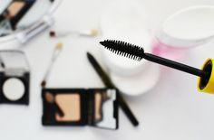 Wer will das nicht: einen verführerischen Augenaufschlag mit extra-langen Wimpern. Keine Mascara kann Wunder bewirken, aber es gibt ein paar Tipps, mit denen man ein traumhaft schönes Augen-Make-up zaubern kann. Neu im Rubis #Beautyblog.