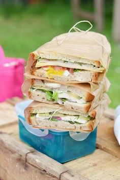 Fünf einfache Picknick Rezepte Simple picnic recipes: I will show you five simple recipes for a nice Slider Sandwiches, Sandwiches For Lunch, Sandwich Recipes, Picnic Recipes, Snacks Recipes, Picnic Foods, Meals For Two, Yummy Cakes, Finger Foods