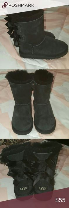 Black uggs ⭐In amazing used condition  ⭐Authentic  ⭐very little wear to them(see pics for conditions and ask questions  ⭐daughter wore them very little ⭐Size 11  my 5 year old wore them ⭐retails for 85 plus tax ⭐no box ⭐have been sprayed with water proof Ugg spray ⭐no rips tears holes stains  ⭐still have alot of life left ⭐no trades  ⭐ Cat friendly home  ⭐ ships same day UGG Shoes Rain & Snow Boots