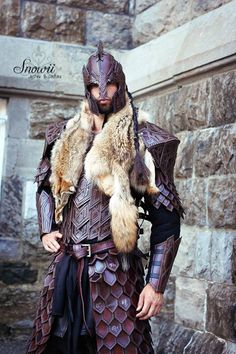 This reminds me of Illyrian leather armour Medieval Costume, Medieval Armor, Medieval Fantasy, Larp, Arm Armor, Body Armor, Costume Armour, Armor Clothing, Armadura Medieval