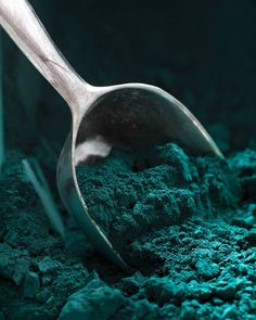 The Lush Meadow tint is amongst this fall's shades. With our Glacier Blue color, stay in the autumnal trend! Dark Green Aesthetic, Aesthetic Colors, Dark Teal, Teal Green, Emerald Green, Aqua Blue, Pantone, Terra Verde, Neon Azul