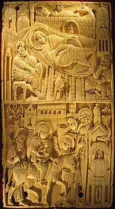 """A panel from """"The Salerno Ivories"""". """"The Nativity"""" and """"the Flight into Egypt"""". Salerno, Diocesan Museum. Auteur: Giaros."""