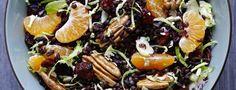 Découvrez cette salade végétarienne avec des ingrédients sucrés salés originaux qui s'allient parfaitement pour donner un plat complet par excellente !