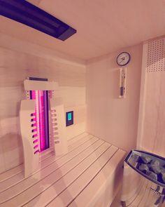 Eine vollwertige Infrarotkabine kombiniert mit einem Saunaofen von Gurtner Wellness.  Infos auf unserer Website.  #infrarotkabine #tiefenwärmekabine #wärmekabine #sauna #rotlichtstrahler #kombisauna #saunadesign #saunakombi #saunanachrüsten #einrichten #wohntrend #designsauna Infrarot Sauna, Wellness, Design, Home Decor, Infrared Heater, Red Lights, Interior Design, Design Comics, Home Interior Design