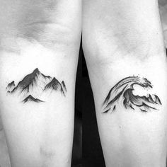40 Mountain Wave Tattoo Ideas For Men – Nature Designs – foot tattoos for women Trendy Tattoos, Unique Tattoos, Small Tattoos, Tattoos For Guys, Tattoos For Women, Tattoos For Family, Tattoo For Man, Tattoo Mar, Tattoo Bein