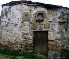 AS MAIS VISTAS (http://on.fb.me/1pvgp9q) ► 26/03/2014 • Casa dos Mouros, Vale de Telha - Mirandela • Berta Braz (http://on.fb.me/1fnF8YF)