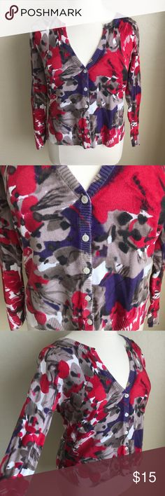 PLUS 14/16 SPRING EASER FLORAL CARDIGAN SWEATER This is the perfect lightweight sweater for spring! Colorful pops of color in a lightweight cozy sweater. Perfect for Easter, pair with cute pearly earrings and a skirt! No size tag but best fits a 14/16 Lane Bryant Sweaters Cardigans #bestskirtsforsize16