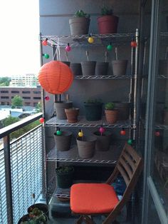 Thanks to Jeleen (and Jereme) for the balcony gardening pic. Loving the accessories! Balcony Gardening, Small Space Gardening, Porch And Balcony, Organic Compost, Square Foot Gardening, Romantic Cottage, Lanai, Balconies, Porches