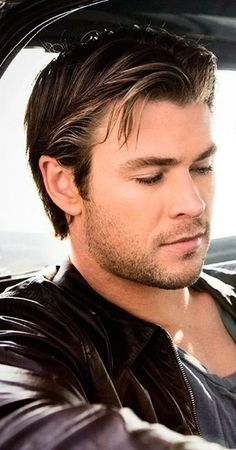 Such a beautiful man Chris Hemsworth Thor, Elsa Pataky, Age Of Ultron, Charlize Theron, Die Rächer, Hemsworth Brothers, Australian Actors, Man Thing Marvel, Marvel Actors