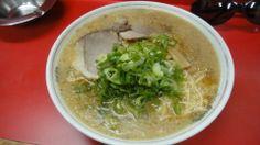 中華そばますたに 本店 ラーメン大盛り 700円  銀閣寺のそばにある、京都を代表するラーメン店。豚骨醤油に背脂を掛けた、背脂ちゃっちゃ系の京都ラーメンはこの店発祥である。 見た目以上にあっさりとしています。  http://kyotonote.com/noodlesmasutani/