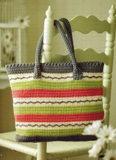 Sunny Days Tote by NTmaglia published by Leisure Arts in ''Terrific Tote''