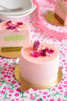 Recipe:  Strawberry & pistachio mousse cake