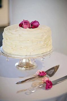 Best Lovely White Pink Roses Cake in New York. JS yummy. . facebook.com/yummyjs twitter.com/yummyjs Instagram.com/jsyummy2 linkedin.com/in/jsyummy . . #jsyummy #yummy #sweets #puddingcake #cupcakes #heardshafecake #drinks #whiteforestcake #baking #Pink #Rose #Cake #Pinkrosecake #cartoon #cake #vanila #cake #vanilacake #happy #birthday #cake #happybirthdaycake #flowerscake #Flowers #flowers #love #cake #Flowerslovecake #Firni #softcake #whiteflowerscake White And Pink Roses, White Flowers, Pink Rose Cake, Forest Cake, Pudding Cake, Happy Birthday Cakes, Love Cake, Cupcakes, Sweets
