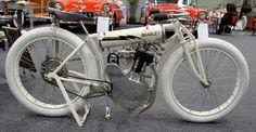 Старинный мотоцикл Lightning Bradley 1908