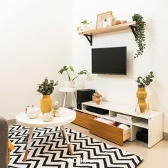 53 Best Living Room Wall Decor Ideas for You Minimalist House Design, Minimalist Room, Small House Design, Home Room Design, Interior Design Living Room, Living Room Designs, My Living Room, Living Room Decor, Dining Room