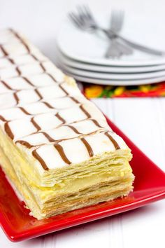 Mothers Day Breakfast Discover Classic French Napoleons These Classic French Napoleons feature layers of flaky dough filled with silky vanilla pastry cream. Its a stunning (and surprisingly easy) dessert! Napoleon Dessert, Napoleon Cake, Napoleon Pastry, British Desserts, Classic French Desserts, French Deserts, Easy Desserts, Delicious Desserts, Baking Recipes