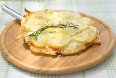 Una pizza di patate in padella sarà una ventata di novità da portare a tavola, da poter farcire in tanti modi. Ecco la ricetta per prepararla