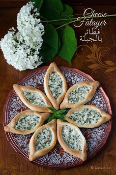 Food Illustration Description Cheese Fatayer (Fataair Farmaajo) Fataer … – Welcome to Ramadan 2019 Lebanese Recipes, Greek Recipes, Iftar, A Food, Food And Drink, Eastern Cuisine, Arabic Food, Arabic Bread, Popsicle Recipes