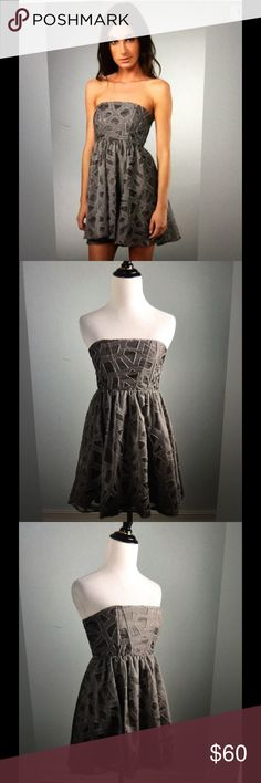 Alice+Olivia wool&silk dress Brought it from a posher last month, it's too small for me. In excellent condition. Just got dry cleaned, so you don't even have to clean it to wear it. Reg. Price $440. Alice + Olivia Dresses Mini
