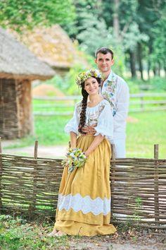 Modern twist on Ukrainian wedding costumes Folk Fashion, Modern Fashion, Traditional Wedding, Traditional Dresses, Russian Wedding, Romanian Wedding, Wedding Costumes, Folk Costume, Folklore