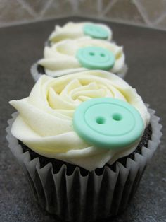Cookies and Cream Button Cupcakes; must make these again. :)