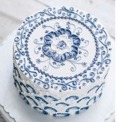 Blue and white delft-style cake. Blue and white delft-style cake. Gorgeous Cakes, Pretty Cakes, Cute Cakes, Amazing Cakes, Cupcakes Decorados, Piece Of Cakes, Fancy Cakes, Love Cake, Cake Creations