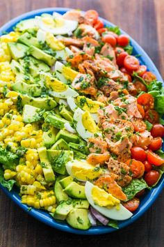 Salmon Cobb Salad is a modern spin on the classic American Cobb salad. It is definitely a feel-good, protein packed salad loaded with crisp lettuce, sweet corn, avocados, ripe cherry tomatoes and…More 8 Guilt Free Low Carb Salad Ideas Healthy Salads, Healthy Eating, Healthy Recipes, Salad Recipes Video, Hard Boiled, Boiled Eggs, Dinner Salads, Salmon Recipes, Soup And Salad