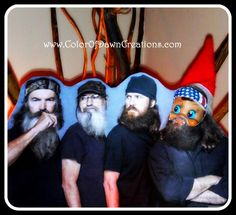 Elf On The Shelf  as Willie Robertson of Duck Dynasty - can one of my friends please do this with their elf??? Ha
