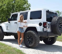 20 Attractive Ladies and Their Lovely Jeep - affordable cars Jeep Sahara, Jeep Wrangler Rubicon, Jeep Wranglers, Jeep Wagoneer, Black Jeep Wrangler, White Jeep Wrangler Unlimited, White Rubicon Jeep, Jeep Wrangler Interior, Jeep Carros