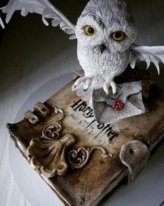 Russian cake artist is making pure perfection out of confection Photos) Crazy Cakes, Fancy Cakes, Cute Cakes, Harry Potter Torte, Harry Potter Birthday Cake, Beautiful Cakes, Amazing Cakes, Russian Cakes, Carousel Cake