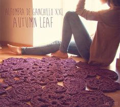 Trapillo rug crochet samples of flowers. Crochet rug by SusiMiu Crochet Mat, Crochet Rug Patterns, Crochet Motifs, Freeform Crochet, Crochet Home, Crochet Stitches, T Shirt Yarn, Crochet For Beginners, Crochet Fashion