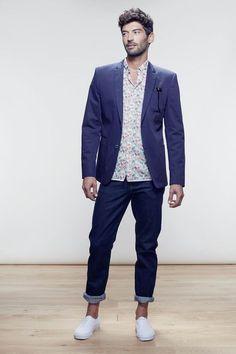 Silhouette Homme  veste en coton, jean retroussé sur les chevilles \u0026  chemise à motif