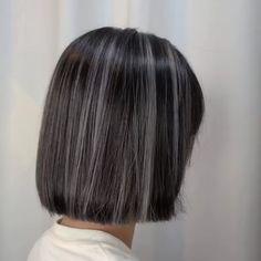 Hair Color Streaks, Hair Highlights, Skunk Hair, Medium Hair Styles, Curly Hair Styles, Hidden Hair Color, Ulzzang Hair, Asian Short Hair, Shot Hair Styles