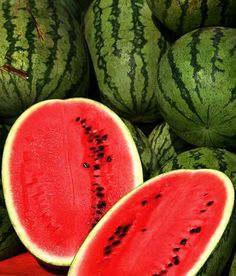 ■Watermelon is an excellent source of Vitamin-A,  anti-oxidant flavonoids like lycopene, beta-carotene, lutein, zeaxanthin and cryptoxanthin.  ■Watermelon is an excellent source of carotenoid pigment, lycopene and indeed, superior to raw red tomato. Studies suggest that lycopene offer certain protection to skin from harmful UV rays.   ■Watermelon fruit is a good source of potassium;vitamin-B6 (pyridoxine), thiamin (vitamin B-1), vitamin-C, and manganese.