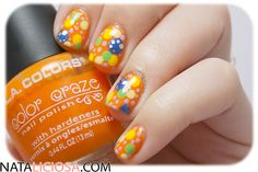 manicura de puntos multicolor