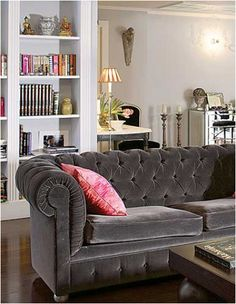 love a good gray couch with a pink pillow