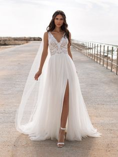 Discover our Pronovias Wedding Dress Collection. View our amazing selection of unique bridal dresses and gowns featuring the latest trends. Pronovias Wedding Dress, Couture Wedding Gowns, Bridal Gowns, Vows Bridal, Hollywood Glamour, Robes Glamour, Cheap Wedding Dress, Tulle Wedding, Destination Wedding Dresses